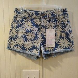 NWT. harmony+Havoc daisy jean shorts